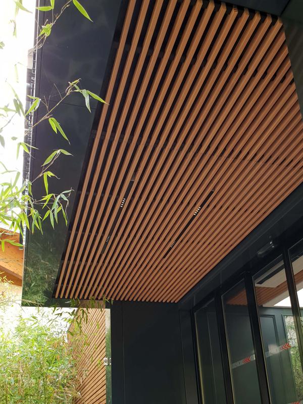 Plafond extérieur avec des lattesParc Floral du Chesnaie