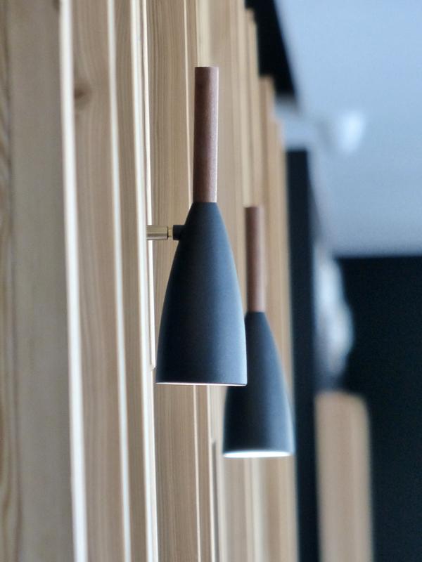 Eclairage applique Nordlux, sur panneaux d'agencement en mélèze