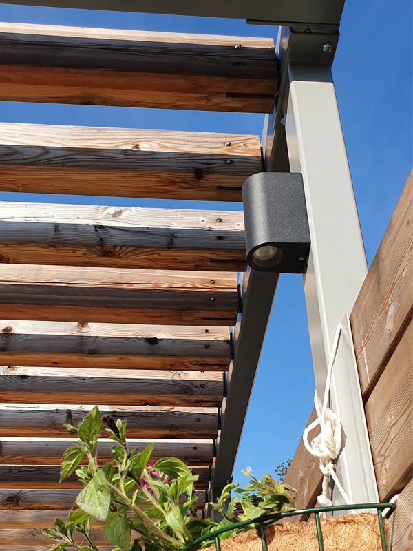 Palissade bois / alu, pergola métallique et bois, éclairage led, jardin suspendu