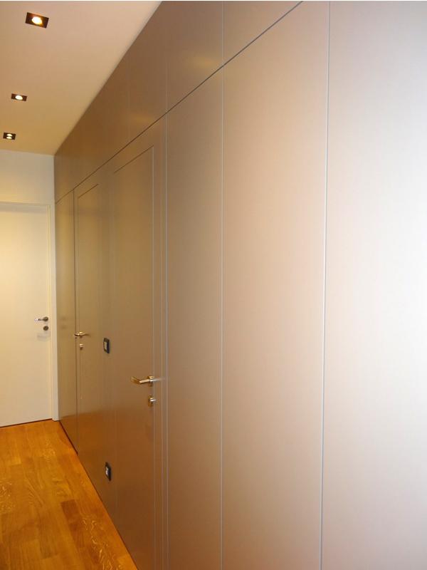 Placard et portes totalement intégrées, agencement sur mesure